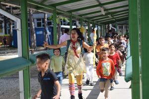 Performance in refugee camp - Preševo, Serbia. Photo by: Yousra Makanse